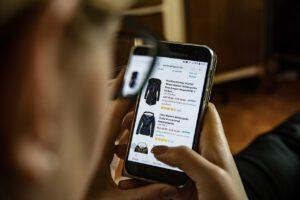 Online Contextual Marketing